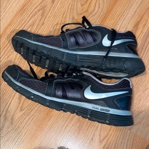Nike Dual Fusion ST2 Sneakers